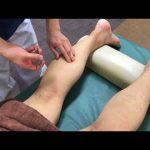 足裏のつぼ 揉む、ほぐす、鍼灸治療の様子